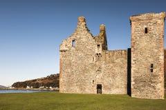Lochranza slott på ön av Arran i Skottland royaltyfri fotografi