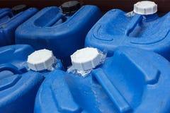 Lock av blå kemisk plast- Arkivbilder