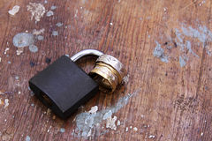 Lock with gold and silver engagement rings Royalty Free Stock Photography
