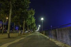 Lock längs en bana med en sikt av Rhentornet i backgrouen arkivbild