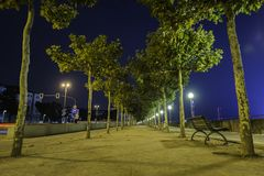 Lock längs en bana med en sikt av Rhentornet i backgrouen arkivbilder