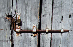 LOCK OF AN OLD WOODEN DOOR Royalty Free Stock Photos