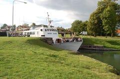 Lockage w Götakanal przy góry lodowa ` s blokuje w Szwecja obraz stock