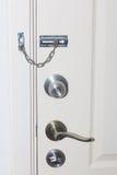 Locked двери Фиксируя механизм на старой двери Стоковое Изображение RF
