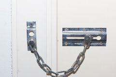 Locked двери Фиксируя механизм на старой двери Стоковое Фото
