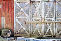 Locked barn doors. Locked doors to an old red barn Royalty Free Stock Images