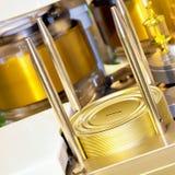 Locket av myntar packar ihop kan i produktion fodra Royaltyfri Fotografi