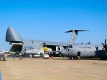 Lockheed γ-5 γαλαξίας και 130 Hercules Στοκ φωτογραφία με δικαίωμα ελεύθερης χρήσης