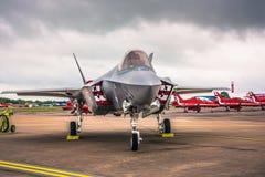 Lockheed Martin F-35 blixt II på en Airshow i UK Royaltyfri Foto