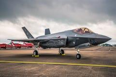 Lockheed Martin F-35 blixt II på en Airshow i UK Arkivbilder