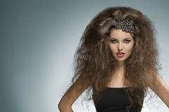 Lockig flicka för mode Royaltyfria Bilder