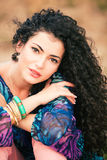 lockig hårkvinna royaltyfri fotografi