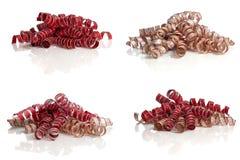 Lockiga röda och guld- band på vit Royaltyfri Foto