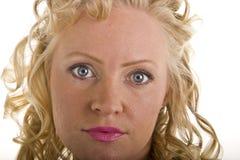 Lockige blonde Nahaufnahme-Rosa-Lippen Stockbilder
