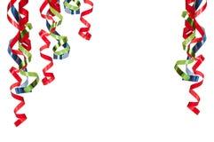 Lockige Farbbänder auf Weiß stockfoto