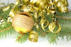 lockigt guldband för boll Royaltyfri Fotografi