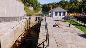 Lockport NY, USA: Ett populärt ställe bland turister, amerikaner mest berömt konstgjort vattenvägLockport lås arkivfilmer