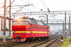 Locomotiv στις διαδρομές σιδηροδρόμου, Ρωσία Στοκ Φωτογραφίες