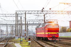Locomotiv στις διαδρομές σιδηροδρόμου, Ρωσία Στοκ εικόνα με δικαίωμα ελεύθερης χρήσης