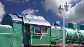 Locomotiva de vapor antiga, museu de Moscou da estrada de ferro em Rússia, estação de trem Rizhsky vokzal, estação de Rizhsky de  video estoque