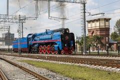 A locomotiva de vapor da série P36 0027 produziu na URSS desde 1950 até 1956 na ação na demonstração de trens retros de um vapor Imagens de Stock Royalty Free