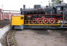 Locomotiva di vapore in museo dal lato Fotografia Stock