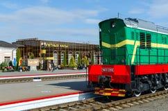 Locomotiva sui modi della stazione ferroviaria in Mogilev, Bielorussia fotografia stock
