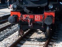 Locomotiva a vapore d'annata alla stazione Fotografia Stock