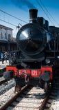 Locomotiva a vapore d'annata alla stazione Fotografia Stock Libera da Diritti