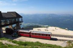 Locomotiva a vapore di una ferrovia d'annata della ruota dentata che va a Schafberg, Wolfgangsee Immagine Stock