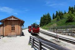 Locomotiva a vapore di una ferrovia d'annata della ruota dentata che va a Schafberg, Wolfgangsee Fotografia Stock Libera da Diritti
