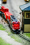 Locomotivas diminutas do trem do modelo do brinquedo na exposição Imagens de Stock