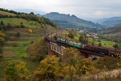 Locomotivas elétricas com trem de frete Imagens de Stock