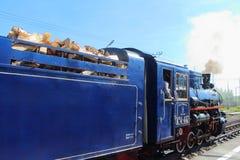 Locomotive à vapeur sur les enfants ferroviaires en Russie, St Petersbourg photos stock