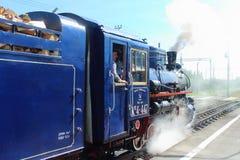 Locomotive à vapeur sur les enfants ferroviaires en Russie, St Petersbourg image libre de droits