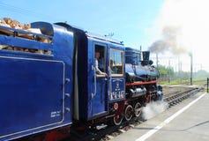 Locomotive à vapeur sur les enfants ferroviaires en Russie, St Petersbourg photo stock