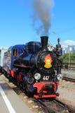 Locomotive à vapeur sur les enfants ferroviaires en Russie, St Petersbourg images libres de droits