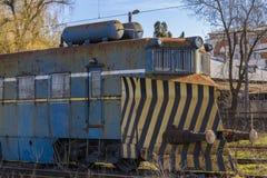 Locomotive abandonnée de train Photographie stock