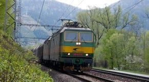 Locomotive con un alimentatore in CC di 3000 V fotografie stock libere da diritti