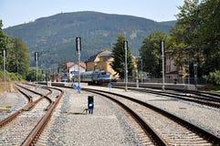 Locomotive dans la station, ville Jesenik, République Tchèque, l'Europe Photos stock