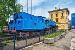 Locomotive de train bleu, objet expos? de mus?e photographie stock libre de droits