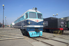 locomotive diesel TG-102 de Cargaison-et-passager à la plate-forme Musée ferroviaire, St Petersbourg Image libre de droits