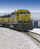 Locomotive sur des voies ferrées Photo libre de droits