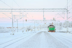 Locomotive verte de train image stock