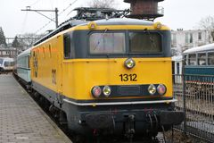 Locomotora 1312 de los ferrocarriles holandeses en la estación Utrecht Maliebaan imagen de archivo libre de regalías