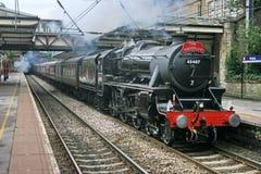 Locomotora de vapor del negro cinco número 45407 en Bingley en una carta foto de archivo libre de regalías
