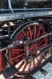 Locomotora de vapor del vintage en la estación Fotos de archivo