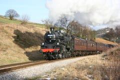 Locomotora de vapor 80002 en el banco de Oakworth en el Keighley y el mosto imagen de archivo