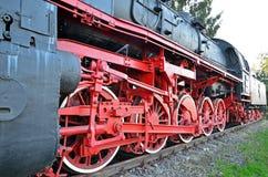 Locomotora de vapor en la plataforma Fotografía de archivo