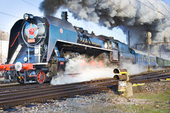 Locomotora de vapor 475 1 llamó Slechticna, stati del ferrocarril de SmÃchov Imagen de archivo